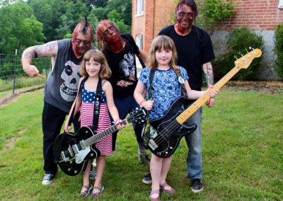 Ellianna_and_Bridget_with_the_zombies[2]